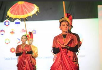 ASEAN Cultural Show sebagai salah satu rangkaian penutupan AUYS 2016