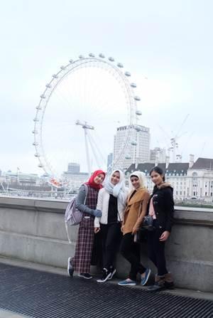 Delegasi menuju ke London Eye, salah satu ikon kota London, Inggris