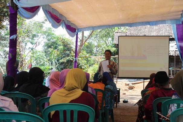 Pemberian Materi DAGUSIBU oleh Pak Nyoman kepada warga Desa Jembul