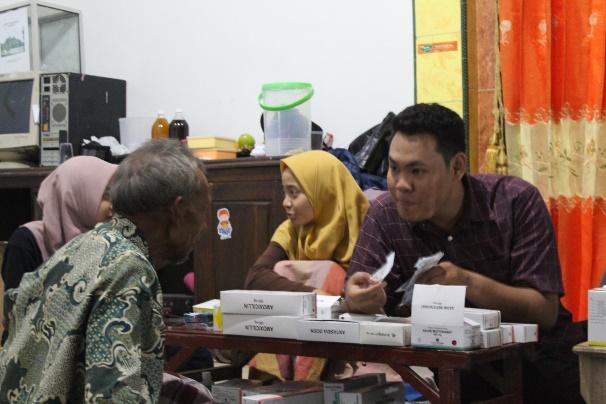 Pemeriksaan kesehatan oleh BSMI kepada warga Desa Jembul