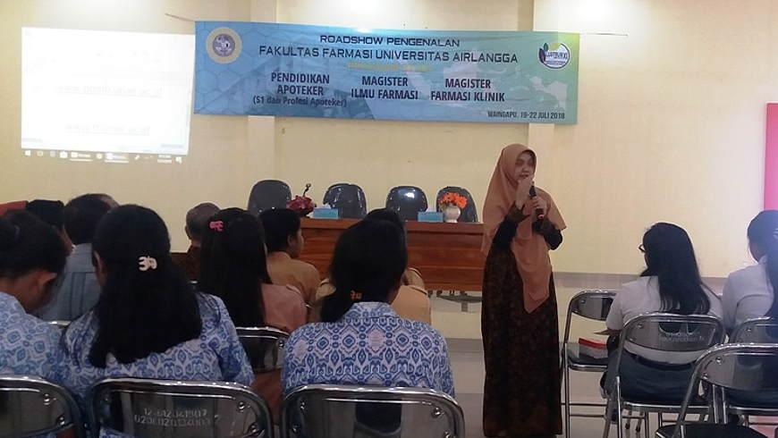 Wakil Dekan I FF UNAIR, Riesta Primaharinastiti memberikan penjelasan