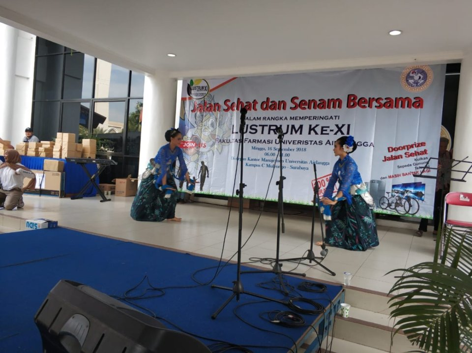 Penampilan Tari Sparkling Surabaya