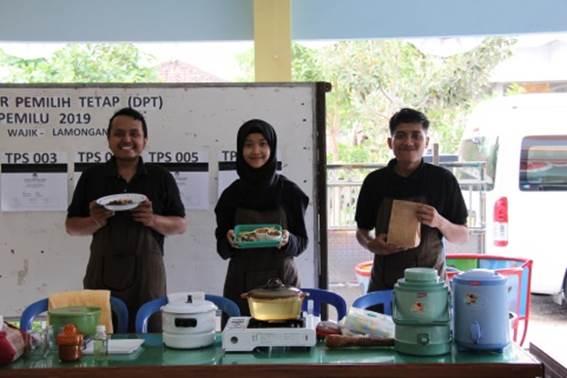 Pembuatan ramuan minuman Pokak Madura oleh alumni dan mahasiswa D-4 Battra Universitas Airlangga