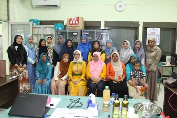 Foto bersama peserta pelatihan aromaterapi
