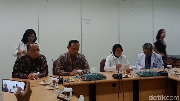 Rektor-Unair-Prof-Nasih-dan-Wali-Kota-Risma